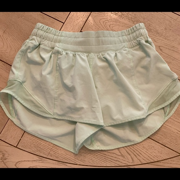 Lululemon Hotty hot shorts size 4.
